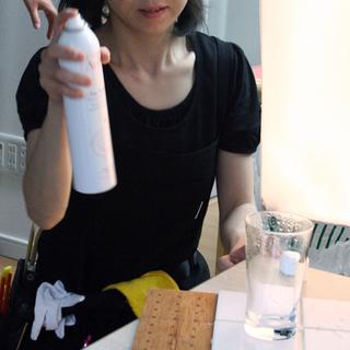 スプレー缶で水滴をつける